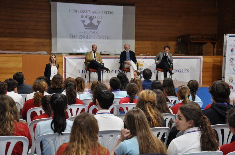 José María Vallejo interviene en un encuentro sobre orientación vocacional celebrado en el Centro Inglés de El Puerto de Santa María